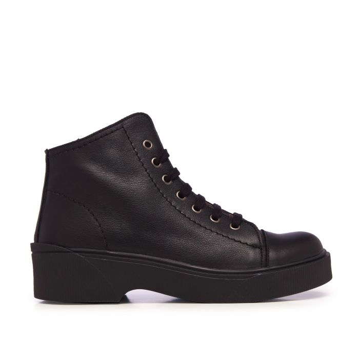 Image for María Barceló Leather Chelsea Ankle Boots Black Woman
