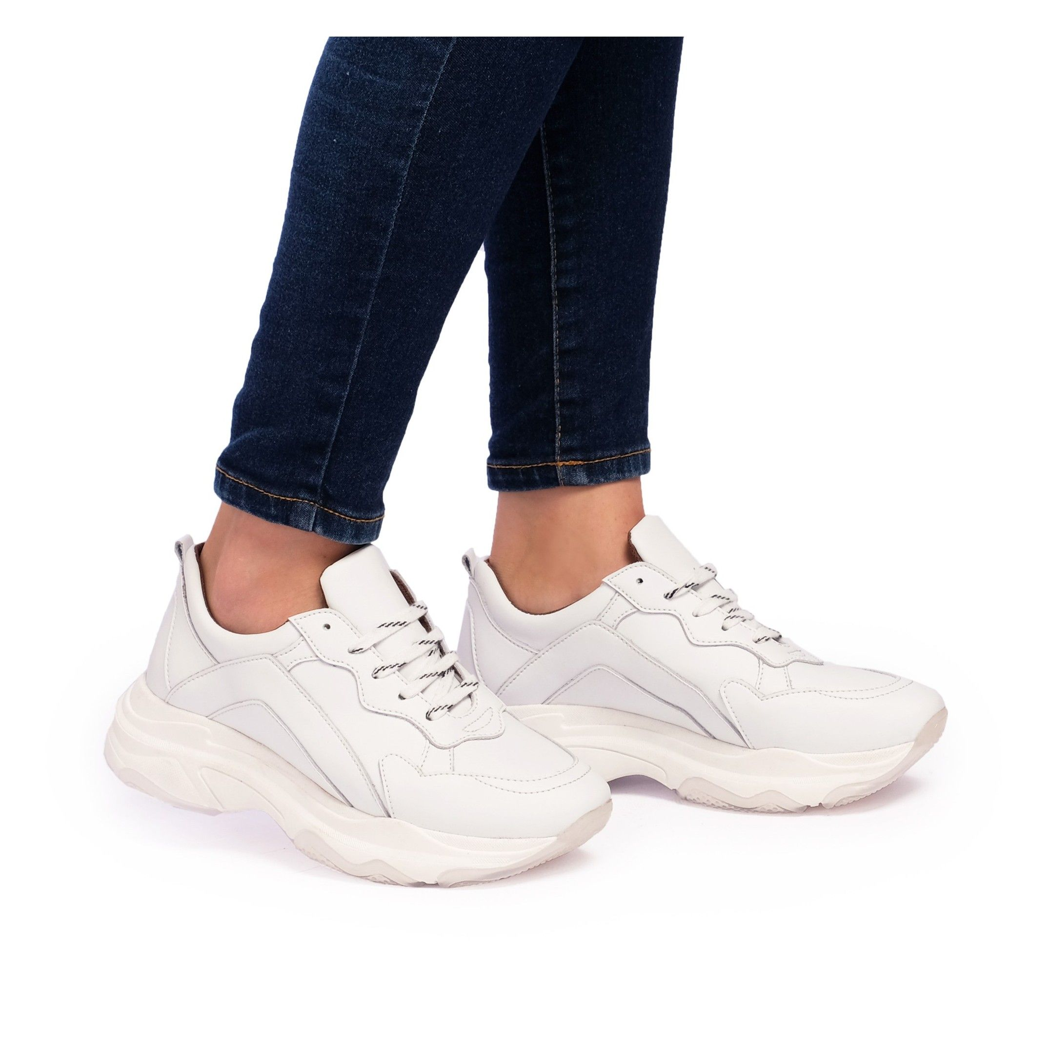 María Barceló Womens Lace-Up Sport Sneakers in White
