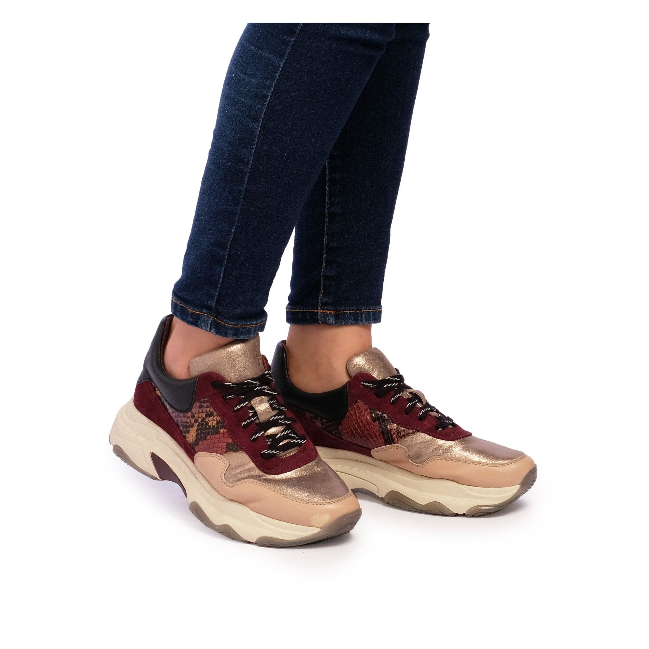 María Barceló Womens Lace-Up Sport Sneakers in Bordeaux