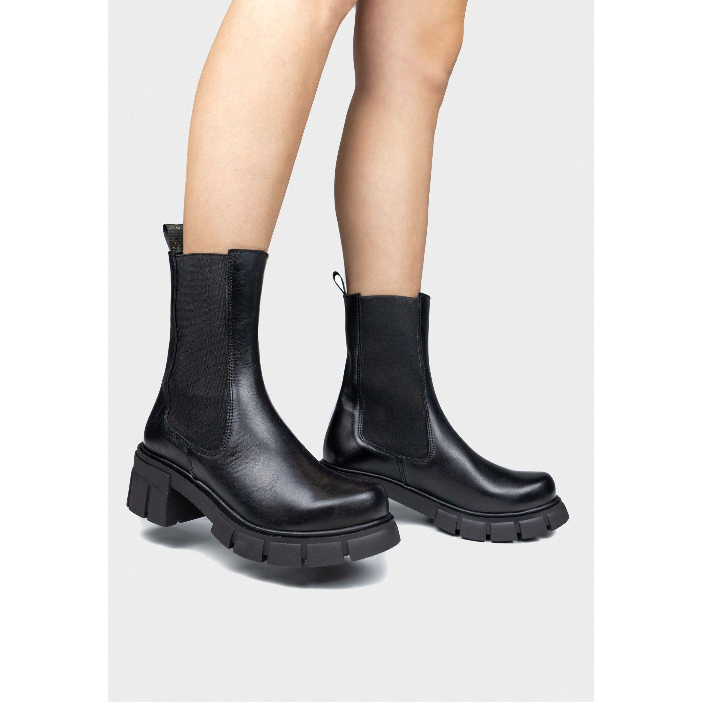 María Barceló Chelsea Boot in Black