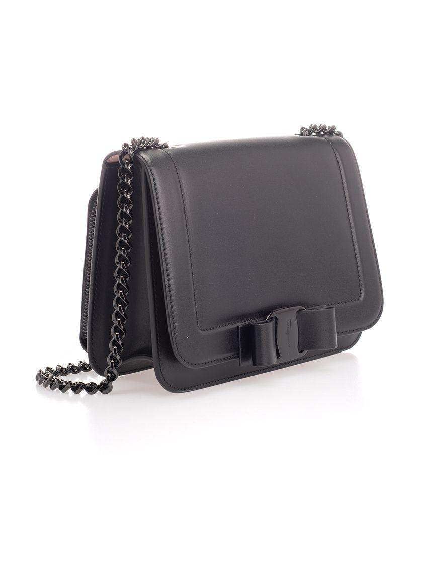 SALVATORE FERRAGAMO WOMEN'S 21G877 BLACK LEATHER SHOULDER BAG