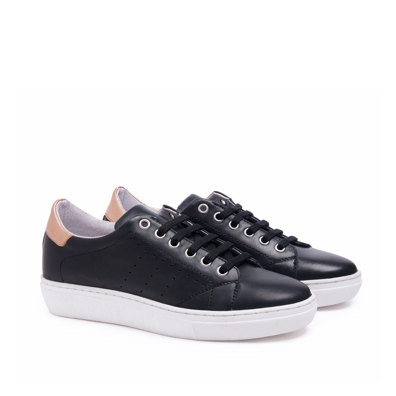 Classic Sport Shoes Laces Women Sneakers Black María Barceló