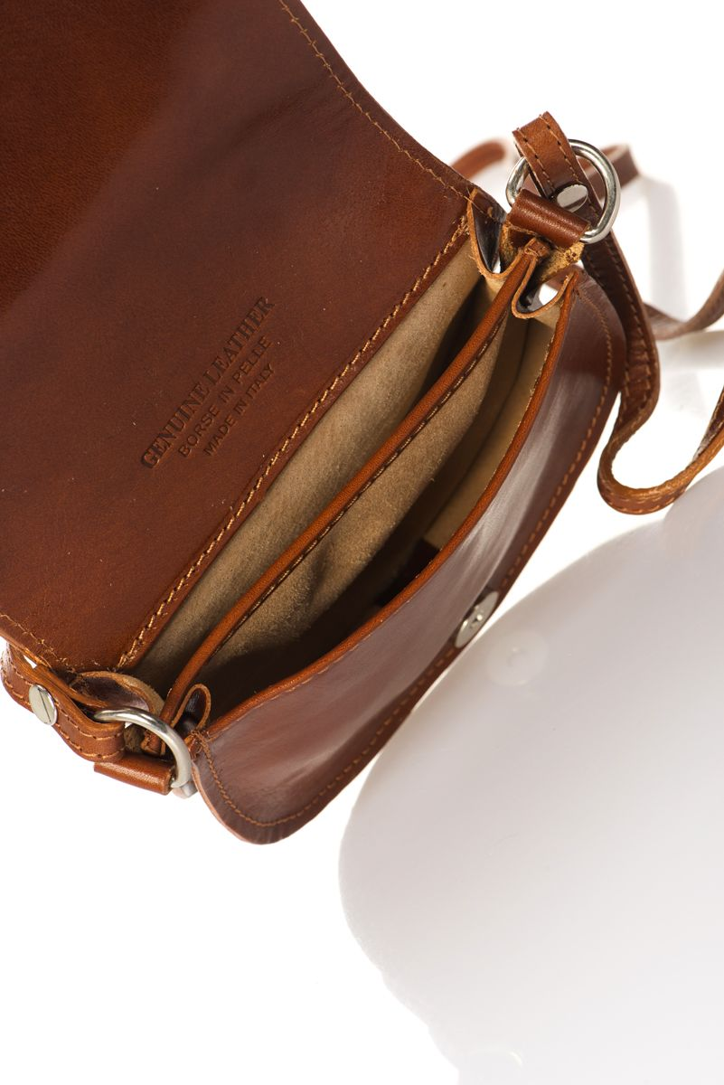 Women's Classic Leather Crossbody Bag With Flap Closure