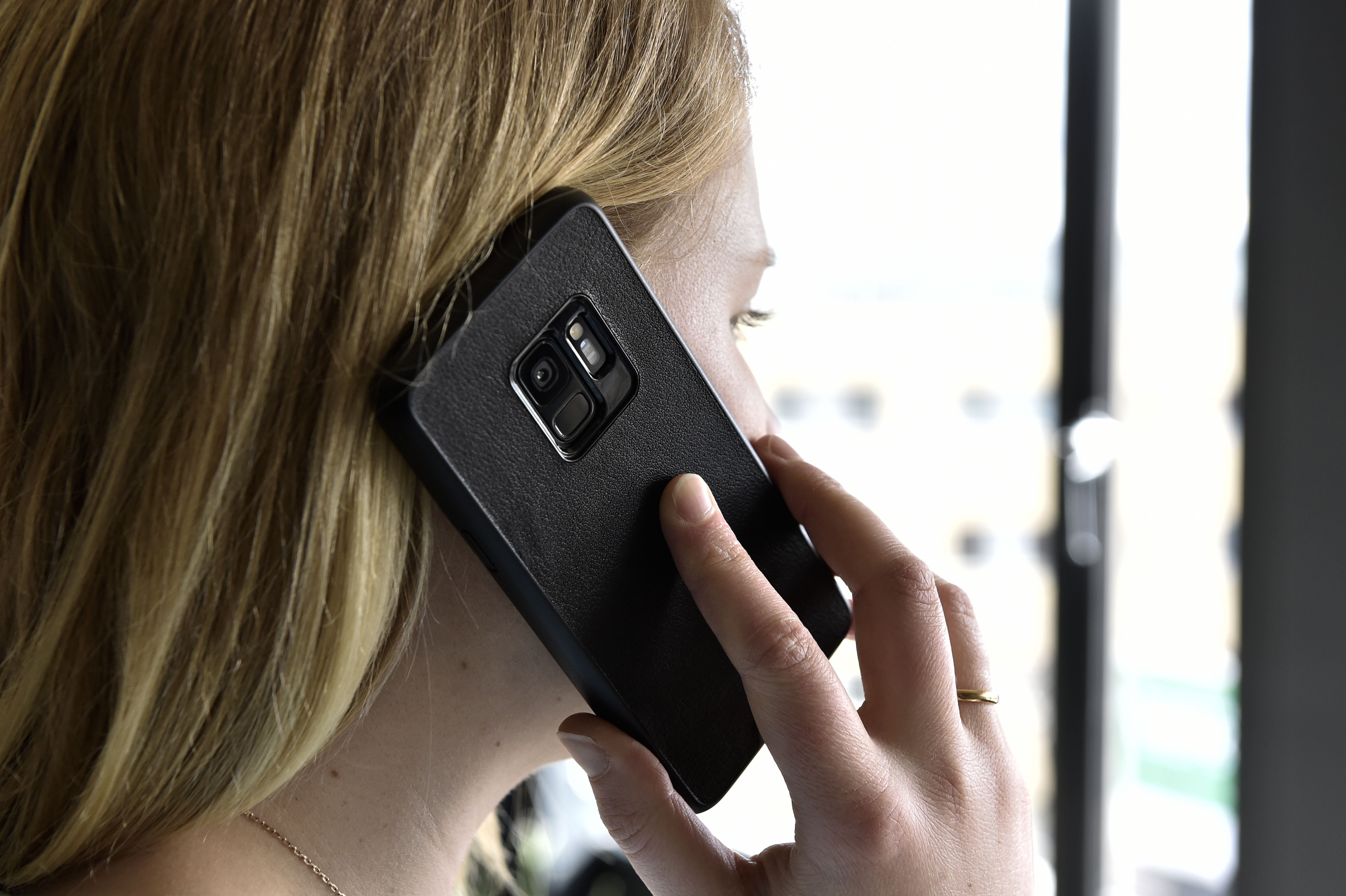 Mous - Protective Case for iPhone X/XS - Limitless 2.0 - Black Leather - Screen Protector Included