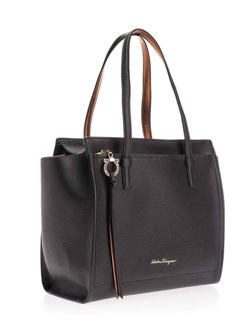 SALVATORE FERRAGAMO WOMEN'S 21F216 BLACK LEATHER SHOULDER BAG