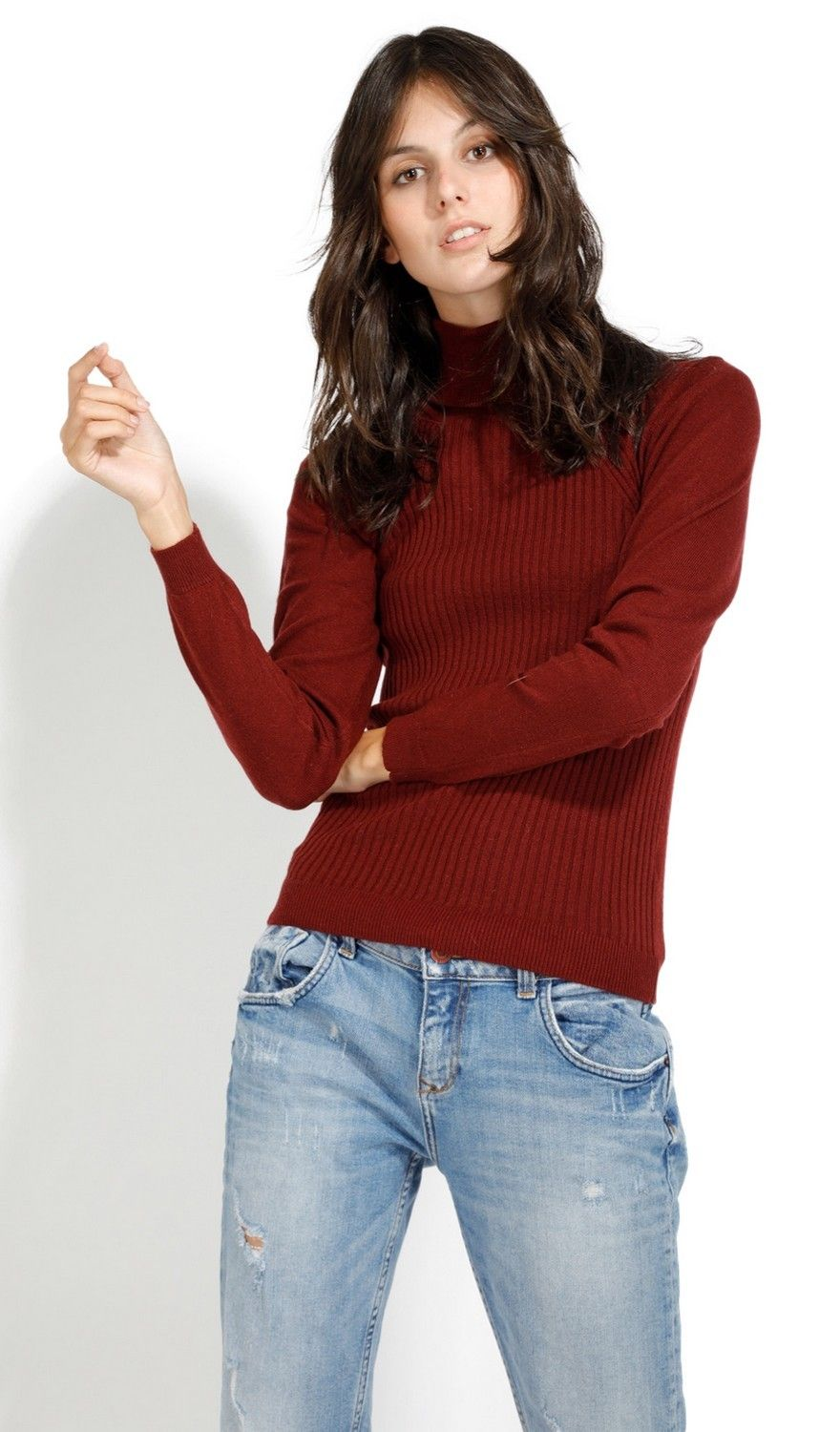 Assuili Turtleneck Ribbed Front Sweater in Maroon
