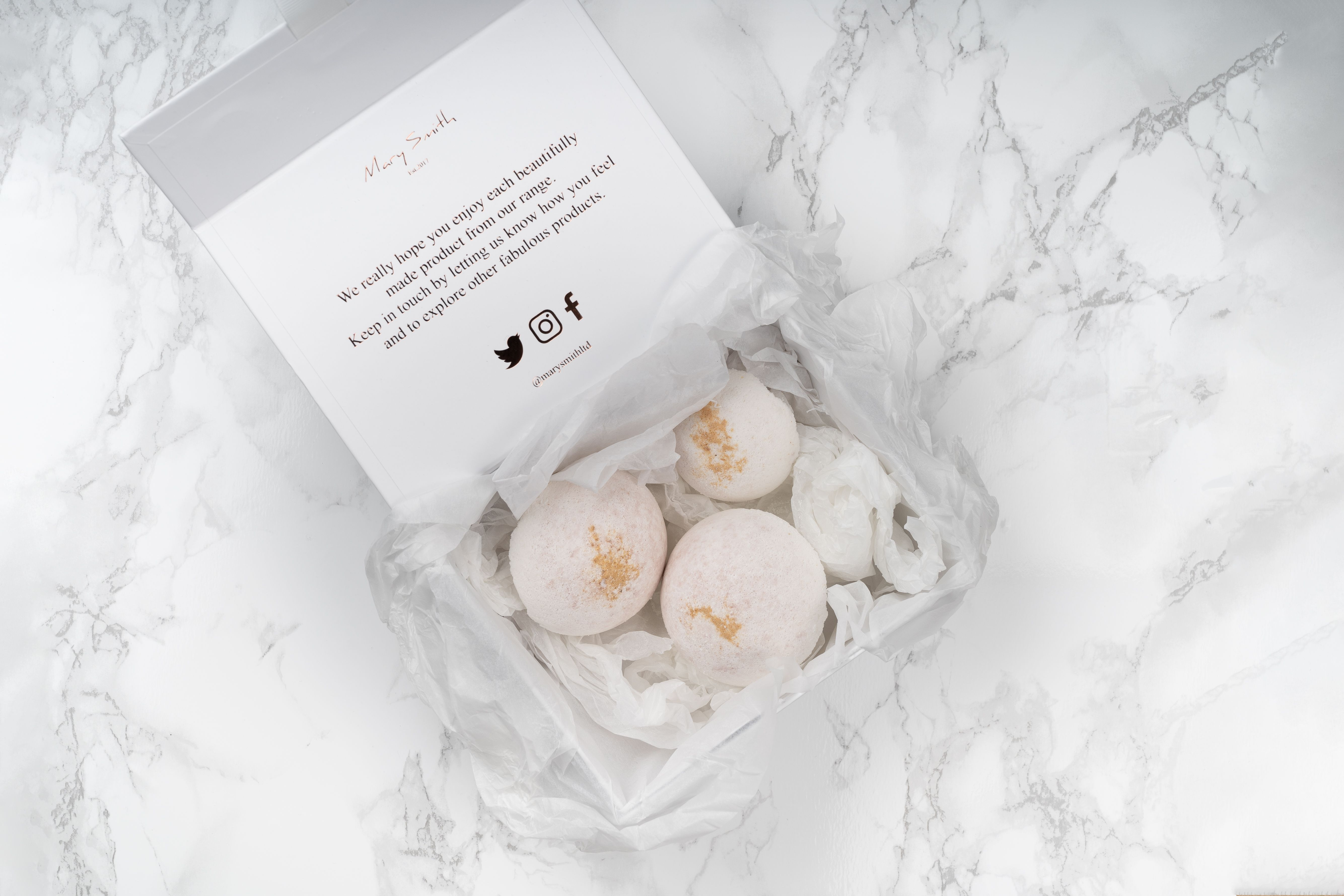 Naturally Scented Bath Bomb Set - Vanilla & Sandalwood