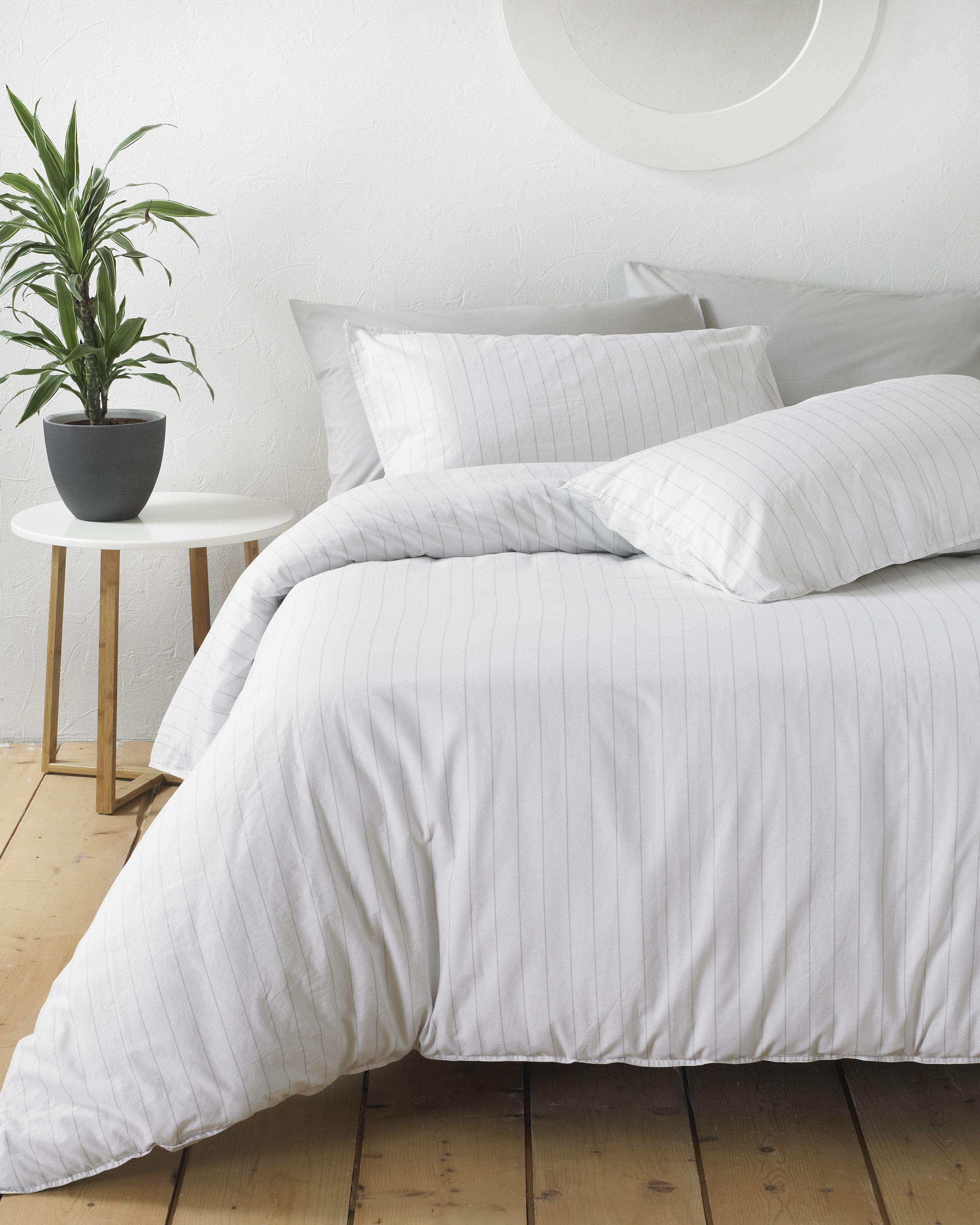 Linear Duvet Set White/Grey