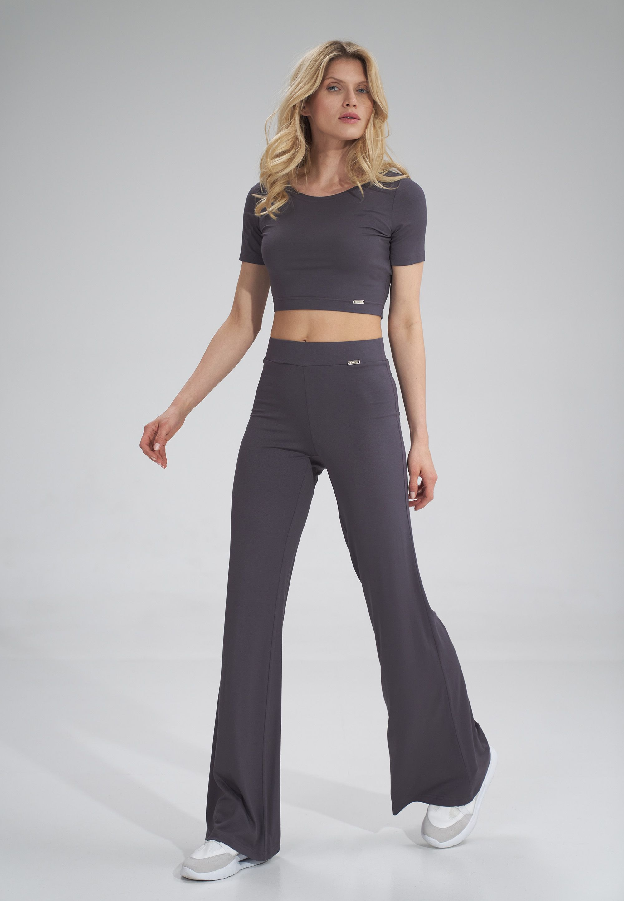Crop top with short sleeves