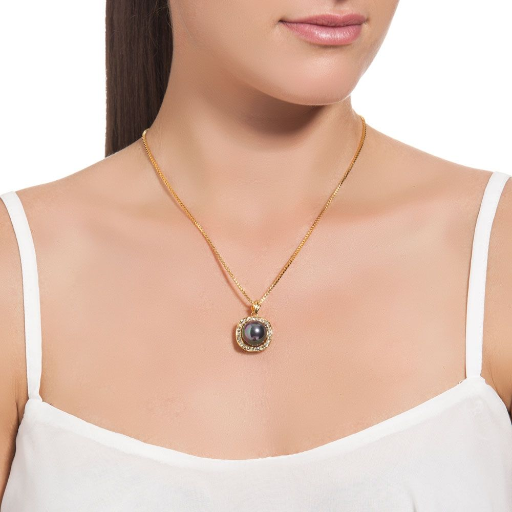 Imitation pearl pendant in black reconstituted mother-of-pearl and yellow gold plated