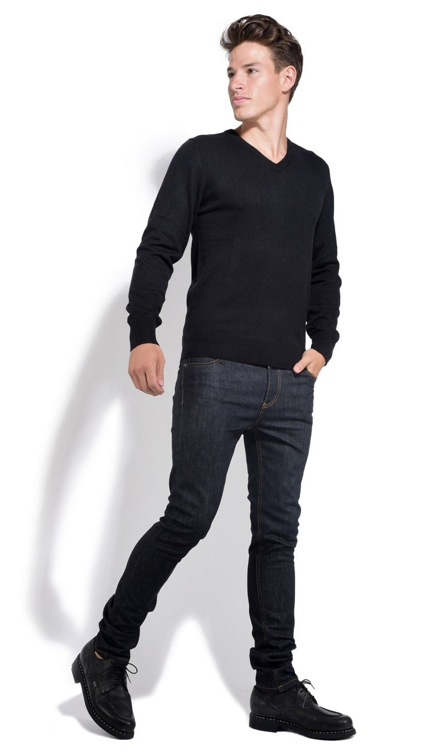 William De Faye V-neck Sweater with Contrasting Inner Collar in Black