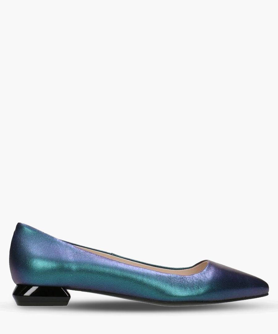Blue leather metallic pointed shoes