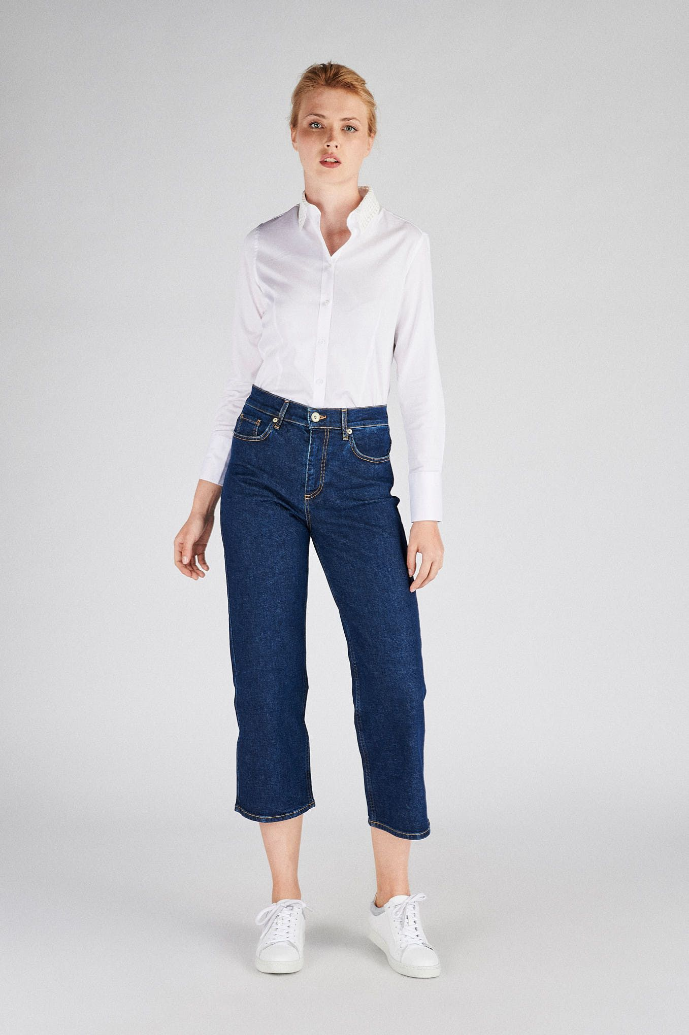 Women s  Classic Slim Fit Shirt With Lace Collar