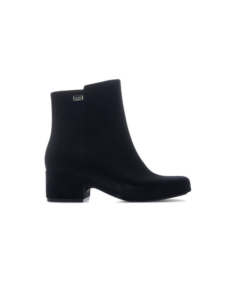 Image for Women's Zaxy Close Flock Boots in Black