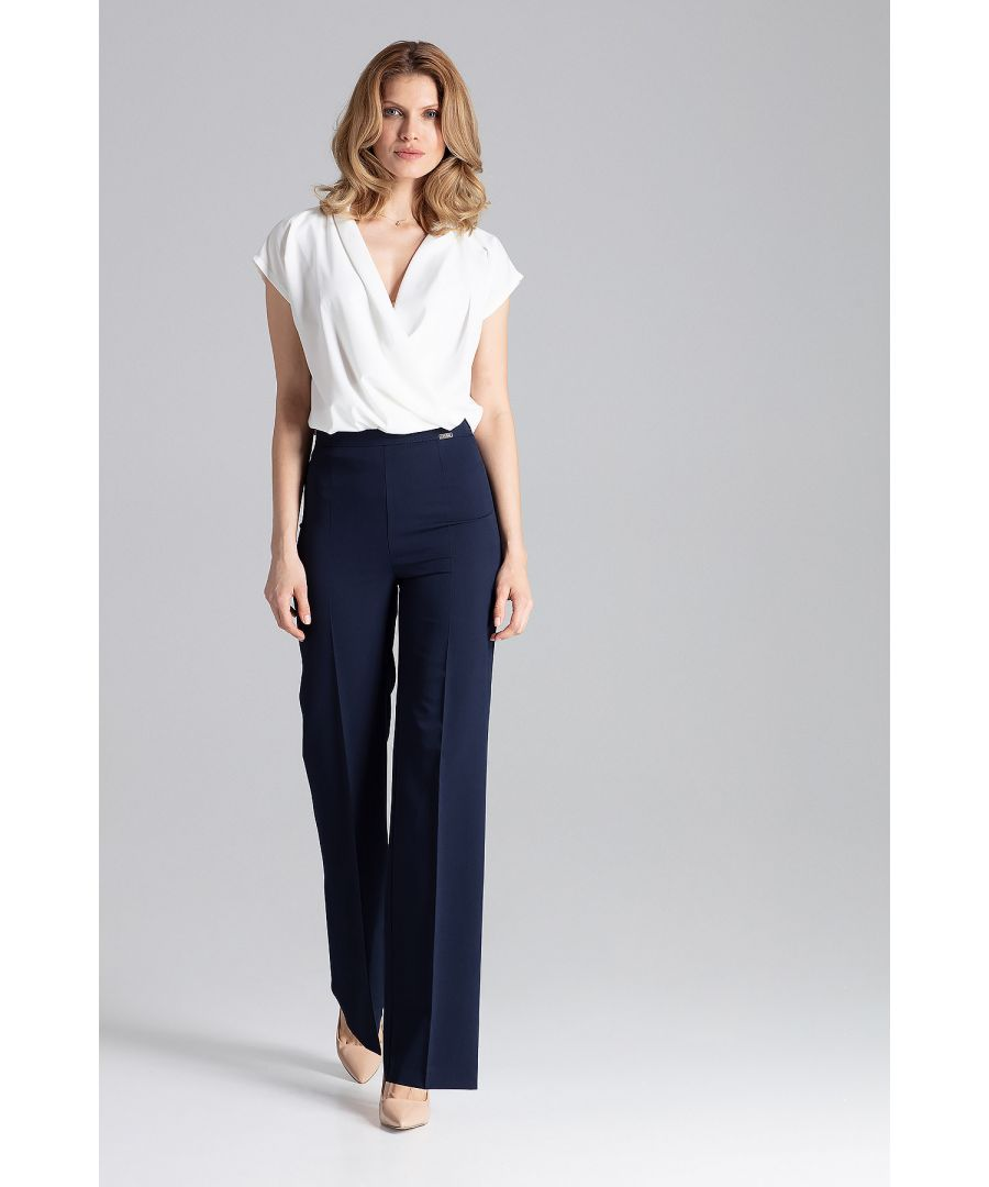 Image for An elegant blouse with a short sloping sleeve