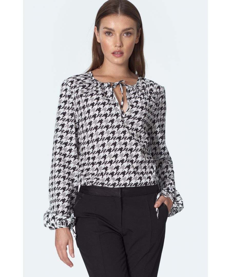 Image for Blouse with ties on the neckline in pepitko pattern