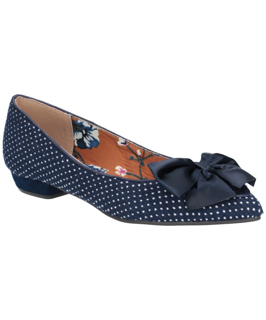 Image for Cora Pointed Toe Flat Pump